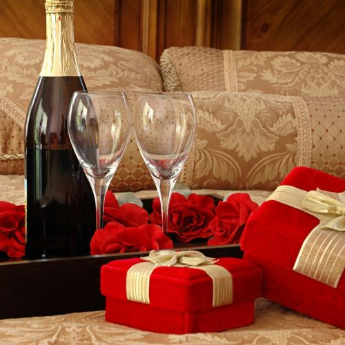 GIFTS FOR THE LADY COMPANION