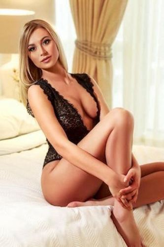 EMMA ESCORT CAPE TOWN NEW IN TOWN 2 HOURS R25,000